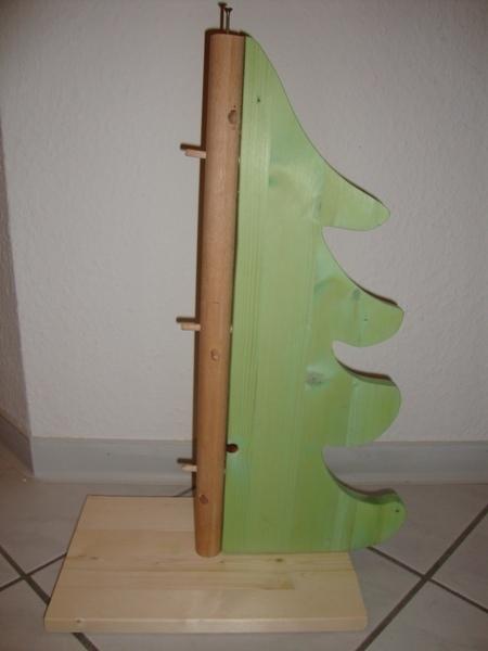 weihnachtsbaum farbe gruen befestigen stamm