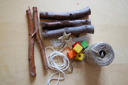 Utensilien zum Basteln von Naturholzschaukeln