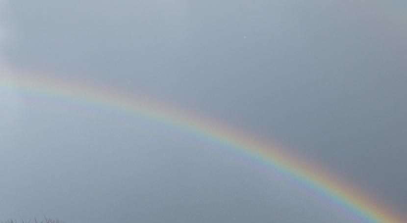 Regenbogen etwas schwach am Himmel