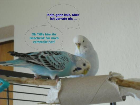 Snoopy und Tiffy mit einer Pappröhre