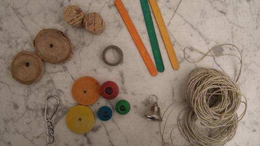 Material für eine Wellensittich-Spielkette